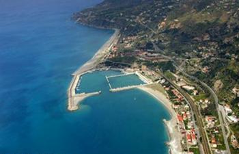 Litorale di Cetraro con il porto in costruzione