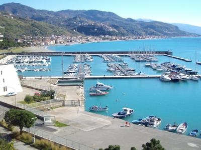 Litorale di Cetraro con il suo porto oggi.
