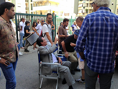Il grande Tony Sperandeo durante le riprese del film a Cosenza