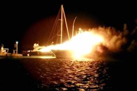 Barche in fiamme. Arrivano i sub da Paola