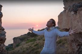 """Esposito canta """"Caruso"""": il video girato a Cetraro"""