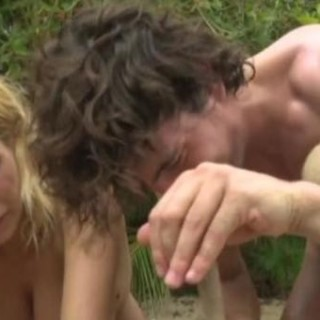 La bonas a seno scoperto sull'Isola dei famosi. Il video