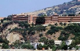 """Ospedale di Cetraro, sotto accusa i """"pavimenti sconnessi"""""""