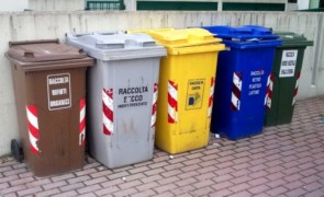 Ignoti hanno sabotato i camion della nuova ditta della raccolta rifiuti